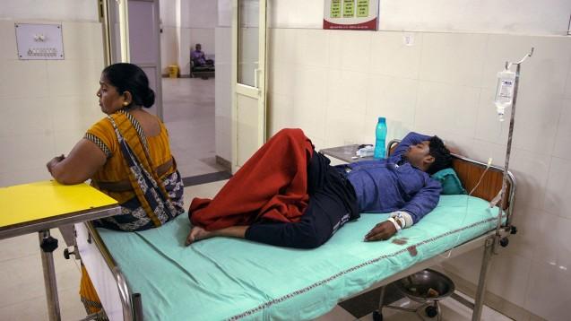 Indien stoppt die Ausfuhr von 26 Wirkstoffen und Arzneimitteln, man will damit die Versorgung der Menschen im eigenen Land sichern. Grund sind Engpässe seitens China bei der Wirkstofflieferung – unter anderem Antibiotika und Paracetamol – durch die SARS-CoV2-Epidemie. (b / Foto. Ritesh Shukla / picture alliance)