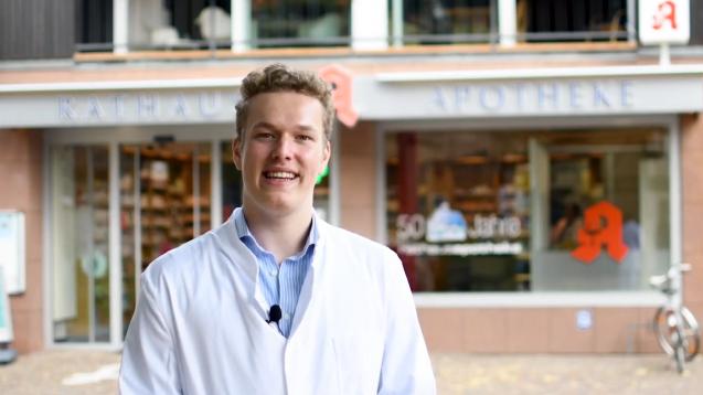 Der Pharmaziestudent Benedikt Bühler darf im Petitionsausschuss des Bundestages sein Anliegen präsentieren: das Rx-Versandverbot. (s / Foto: Bühler)
