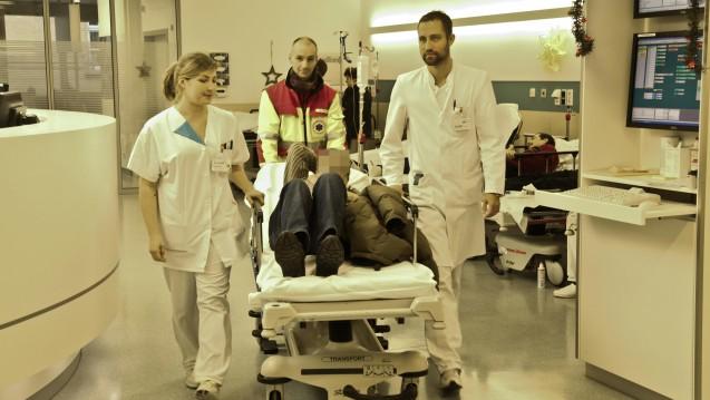 Honorar für zwei Minuten: Die Krankenhausgesellschaft beschwert sich über die Höhe einer neuen Behandlungspauschale. (Foto: dpa)