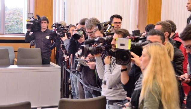 Pressevertreter warten auf den Apotheker Peter S.