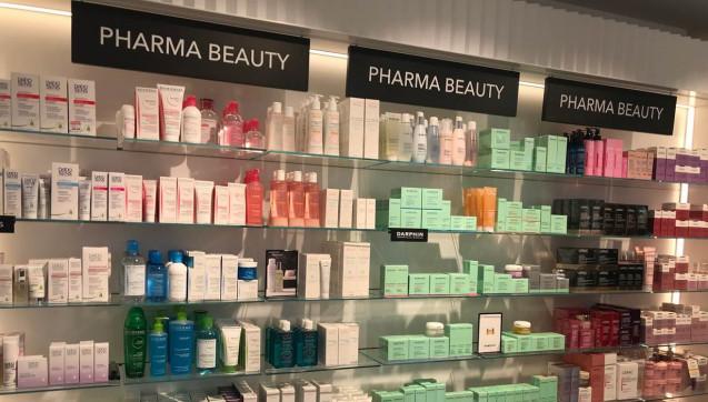 "Douglas Pro präsentiert Apothekenkosmetik unter dem Label""Pharma-Beauty"". DAZ-Autorin Gode Chlond war vor Ort. (Alle Fotos: Gode Chlond)"
