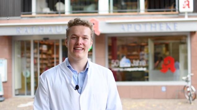Der Pharmaziestudent Benedikt Bühler will im Bundestag seine Forderung nach einem Rx-Versandverbot mit Hilfe von Gutachten verteidigen. Die ABDA will dabei nicht helfen. (c / Foto: privat)