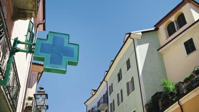 Ketten im Anmarsch: In Italien dürfen jetzt auch Unternehmen Apotheken gründen. Sehr wahrscheinlich ist, dass die Pharmahandelskonzerne zunächst Apotheken aufkaufen, statt neue Standorte zu eröffnen. (Foto: dpa)