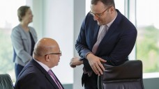 Kabinettsumbildung? Laut Bild-Zeitung könnte der Bundesgesundheitsminister ins Bundeswirtschaftsministerium wechseln, Peter Altmaier könnte dann nach Brüssel wechseln. (m / Foto: imago images / photothek)