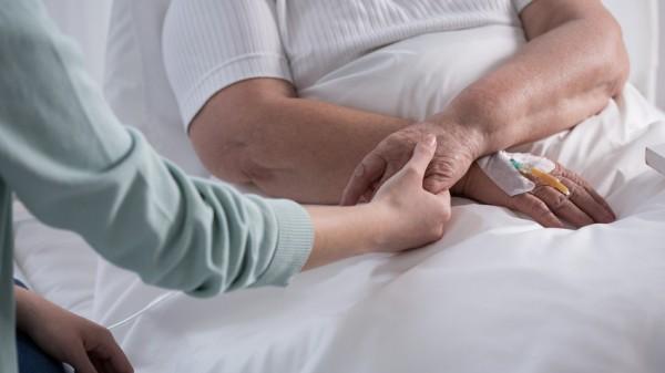 Bundesregierung hält an umstrittener Pflegeberufsreform fest