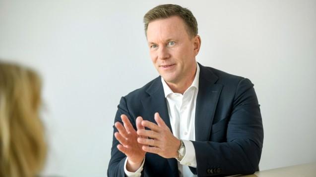 Gematik-Chef Dr. Markus Leyck Dieken (hier ein Archivbild) sprach mit DAZ/DAZ.online über den Zuschlag für IBM Deutschland für den E-Rezept-Fachdienst – und deren Subunternehmer, die DocMorris-Schwester eHealth-Tec. (Foto: Marc-Steffen Unger)