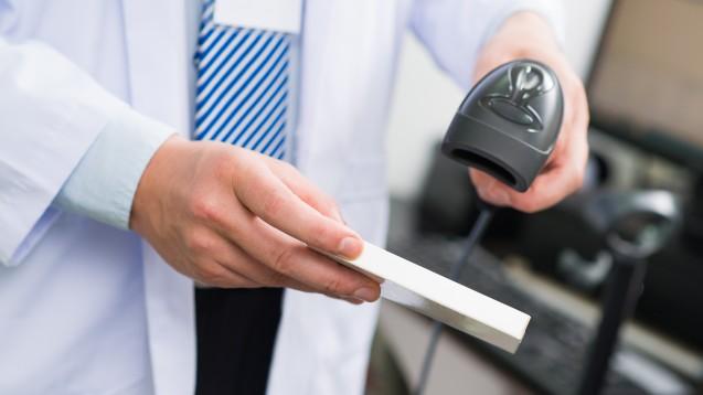 Neue Scan-Routine mit Securpharm: Wer bei der Abgabe bisher nicht gegengescannt hat, muss sich umstellen. ( r / Foto:                                                                                                                     DragonImages                                           / stock.adobe.com)