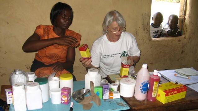 Eva-Christine Trischler im Nothilfe-Einsatz in Kenia. (Foto: Apotheker ohne Grenzen)
