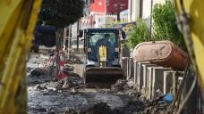 Aufräumarbeiten: Nachdem der niederbayerische Ort Simbach im Juni von einer riesigen Flut heimgesucht wurde, wird nun aufgeräumt. Die Apotheke hat von vielen Kollegen in Bayern finanzielle Unterstützung erhalten. (Foto: dpa)