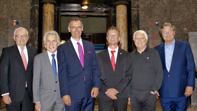 von links: Prof. Dr. Stephan Schmitz, Dr. Christopher Hermann, Prof. Dr. Achim Jockwig, Dr. Martin Zentgraf, Prof. Dr. Gerd Glaeske, Thomas Stritzl. (Foto: tmb)
