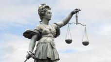 Dürfen Apotheker einem Nichtapotheker Prokura erteilen? Der Bundesgerichtshof hält die Frage offen. (Foto: Stefan Welz / Fotolia)