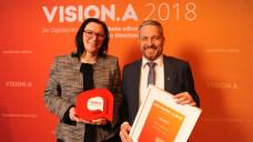 Chief Product Officer Dr. Andreas Kerzmann und Pressesprecherin Sophie Bruckner nahmen den Preis in der Kategorie APO.Vision in Silber für vimedi stellvertretend für das Team in Empfang. Quelle: APOTHEKE ADHOC/Andreas Domma