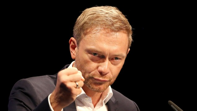 Sieg für FDP-Chef Christian Lindner: Die FDP hat auf dem Bundesparteitag in Berlin beschlossen, sich gegen das Rx-Versandverbot und für mehr Wettbewerb im Apothekenmarkt auszusprechen. (Foto: dpa)