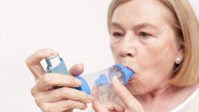 Cortisonsprays können bei COPD-Patienten das Frakturrisiko leicht erhöhen - allerdings erst nach mehrjähriger Anwednung hoher Dosen. (Bild: Imago)