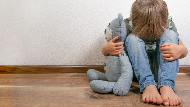 Auch Kinder leiden, wenn ihre Eltern Krebs haben. Ein Projekt in Tübingen hilft. (Foto: anaumenko / stock.adobe.com)