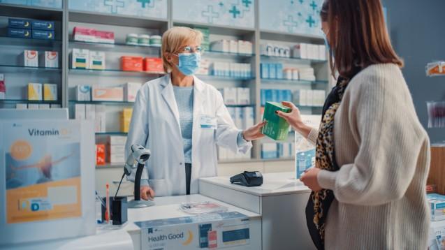 Bezogen auf die Berufsgruppe Apotheker/Pharmazeuten meint die ABDA, dass durch die Risikoindikatoren davon ausgegangen werden könne, dass sich die Fachkräftesituation zukünftig zuspitzen werde. (Foto: Gorodenkoff / AdobeStock)