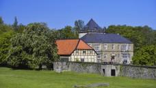 Im Meller Stadtteil Gesmold (hier das Schloss Gesmold) gibt es seit Kurzem keine Apotheke mehr. Der Ortsrat hat daraufhin ein eigenes Versorgungsmodell entworfen, das bei der Apothekerkammer nicht gut ankommt. (Foto: dpa)