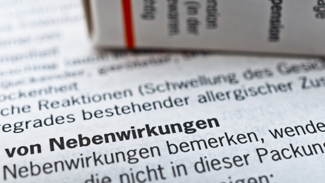 Ordnet das BfArM die Aufnahme von Warnhinweisen in die Packungsbeilagen an, können Hersteller dies mit juristischen Mitteln verzögern. Die Grünen im Bundestag wollen das ändern. (Foto: Stockfotos-MG / stock.adobe.com)