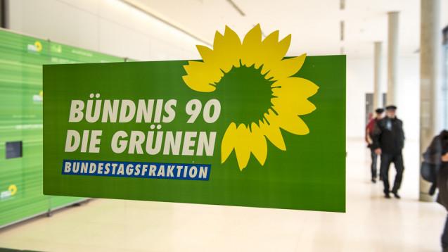 Umfassendes Digitalisierungskonzept: Einige Abgeordnete aus der Grünen-Bundestagsfraktion fordern, dass Apotheker stärker in den Medikationsplan eingebunden werden. (Foto: Külker)