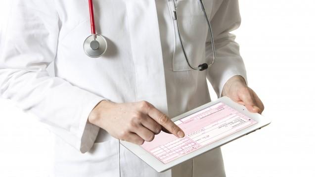 In bestimmten Fällen sollen Ärzte einer Apotheke ein E-Rezept zuweisen können. Technisch abgesichert sind diese Ausnahmen nicht. (Foto: IMAGO / Jochen Tack)