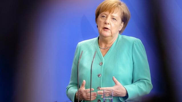 Bundeskanzlerin Angela Merkel (CDU) unterstützt die Pläne von Bundesgesundheitsminister Jens Spahn (CDU), in Deutschland eine Masern-Impfpflicht für Kita- und Schulkinder einzuführen. (m / Foto: imago images / xlaninexSchmitz)