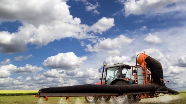 In der Landwirtschaft wird das Pflanzenschutzmittel Glyphosat weltweit in großen Mengen eingesetzt. (Foto: oticki / Fotolia)