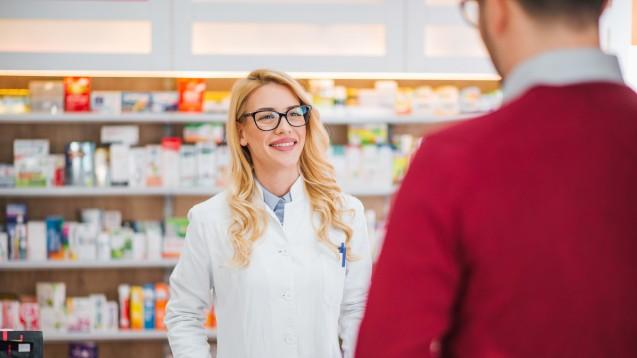Die Apotheke wird in der Schweiz nach wie vor als die erste Anlaufstelle zur Erklärung von Medikamenten angesehen, doch das Interesse an pharmazeutischen Dienstleistungen schwindet. (s / Foto:bnenin / stock.adobe.com)