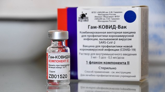 Der russische Impfstoff Sputnik war im vergangenen Sommer die erste (vorläufig) zugelassene COVID-19-Vakzine weltweit – wie sieht die Datenlage mittlerweile aus? (s / Foto: IMAGO / ITAR-TASS)
