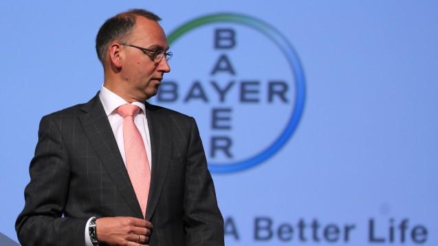 Bayer-Chef Baumann freut sich über gut laufende Umsatzzahlen im Geschäft mit neuen Original-Arzneimitteln. (Foto: dpa)