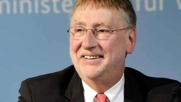 Der SPD-Europaabgeordnete Bernd Lange ist enttäuscht von der Antwort der EU-Kommission auf seine Fragen zu DocMorris. Er wolle an dem Thema dran bleiben. (c / Foto: imago images / Zensen)