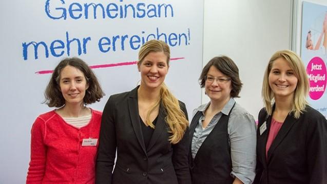 Der Vorstand des BVpta (v.l.n.r.): Tanja Bender, Katja Hennig (Bundesvorsitzende), Peggy Becker und Nina Schackmann beschweren sich bei den Gesundheitsministerien über die PTA-Berufsreform. (b/Foto: BVpta)