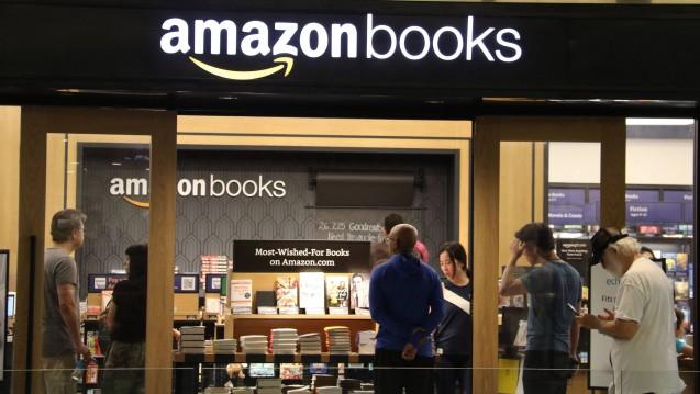 In den USA betreibt Amazon seit einiger Zeit Buchläden vor Ort. Viele alteingesessene Buchhändler konnten zuvor der Konkurrenz durch den Online-Riesen nicht standhalten. ( r / Foto: imago)