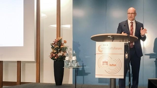 Der IT-Chef der ABDA, Sören Friedrich, hat die E-Rezept-Strategie der ABDA beim DAV-Wirtschaftsforum vorgestellt. (m / Foto: bro / DAZ.online)