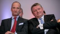 Beide zufrieden: Friedemann Schmidt (links) und Bundesgesundheitsminister Hermann Gröhe freuten sich beide über die Verabschiedung des AM-VSG. (Foto: A. Schelbert)