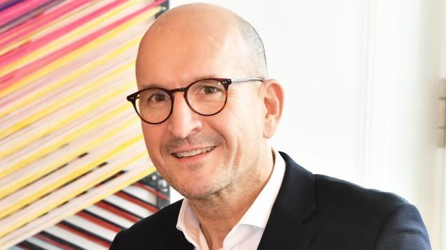 Peter Menk, Geschäftsführer von Pro AvO, erklärt gegenüber DAZ.online, wie die Initiative für die Apotheken vor Ort das Plattform-Engagement von DocMorris einschätzt. (m / Foto: Pro AvO)