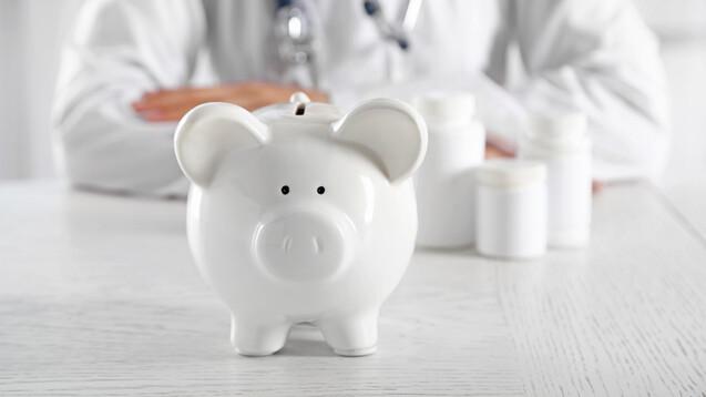 Seit 2010 sollen durch den Einsatz von Biosimilars 3,3 Milliarden Euro im Gesundheitssystem eingespart worden sein. (c / Foto: Africa Studio / AdobeStock)