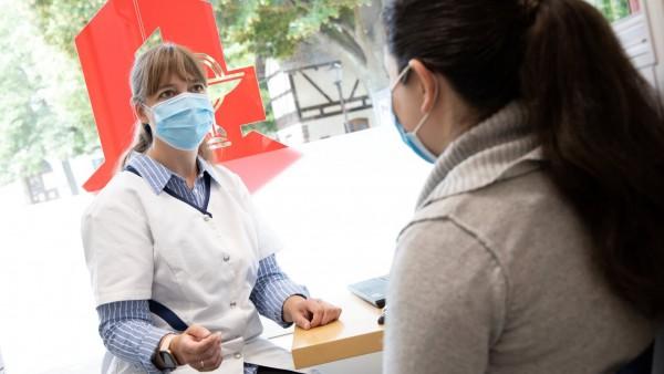 BAH-Umfrage: Lieber zur Apotheke vor Ort statt zum Arzt