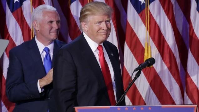 Der nächste US-Präsident: Donald Trump bei seiner ersten Rede nach der Wahl in den USA, hier mit seinem nächsten Vize Mike Pence. (Foto: dpa / picture alliance)