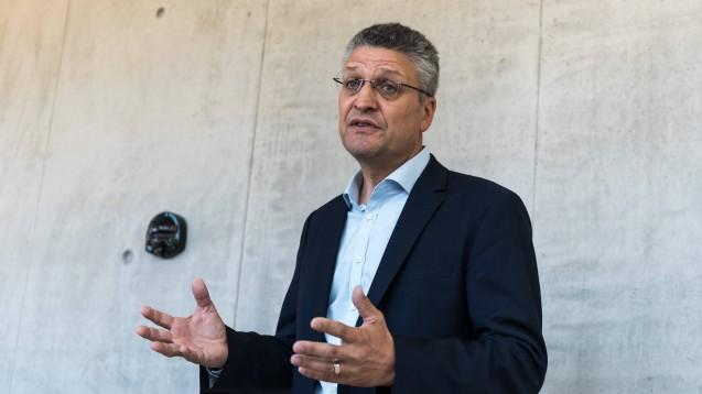 Prof. Lothar Wieler, Präsident des Robert Koch-Instituts, hat am heutigen Montag in Berlin erklärt, warum sein Institut die Risikoeinschätzung für das Coronavirus auf mäßig angehoben hat. ( t / Foto: imago images / ZUMA)