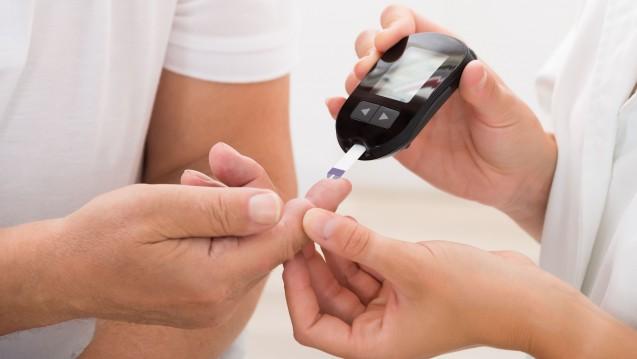 Bei der Abrechung von Blutzuckerteststreifen und -messgeräten für Barmer-Versicherte durch Apotheken ändert sich etwas. (Foto: Andrey Popov / Fotolia)