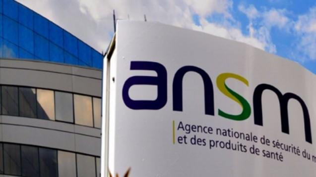 Während Experten der französische Arzneimittelbehörde ihre Einschätzungen zur klinischen Studie vpn BIA 10-74 bekannt gaben, stellten Polizisten in einer Außenstelle der ANSM Dateien sicher. (Bild: DAZ.online)