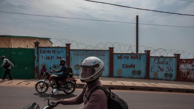 Zuversicht:Gegen das Ebola-Virus könnte schon bald ein wirkungsvoller Impfstoff zur Verfügung stehen. (Foto. dpa)
