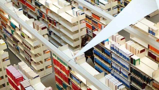 Bald nur noch leere Regale? Das DIMDI will seine Literaturangebote abschaffen, die ZB MED könnte sogar ganz geschlossen werden. (Foto: ZB MED)