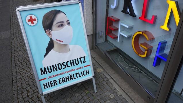 Schützt eine Maske mit Nanosilber den Träger tatsächlich besser vor einer Corona-Infektion als eine andere Maske? (c / Foto: imago images / Müller-Stauffenberg)