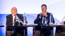 Fritz Becker und Uwe May diskutieren über Selbstbehandlung. (Foto: BAH)