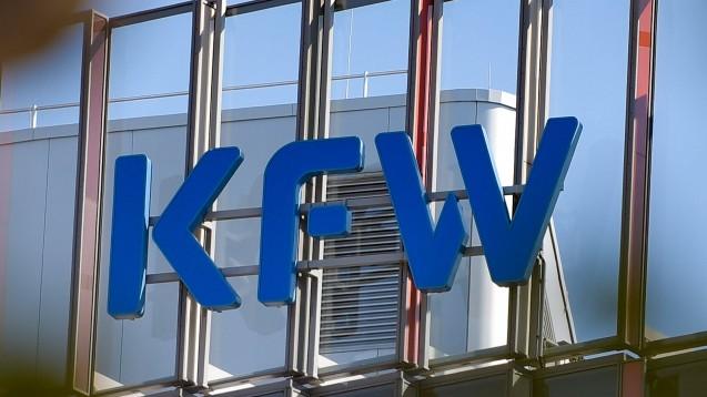 Die Bundesregierung sichert den AvP-Apothekern Kredite der KfW zu - doch mit den Anträgen gibt es offenbar Schwierigkeiten. (p / Foto: imago images / Jan Huebner)