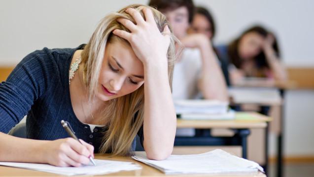 Wer sich krank zur Prüfung schleppt und das erst sagt, wenn er weiß, dass er durchgefallen ist, ist zu spät dran. (Foto: Moritz Wussow / stock.adobe.com)
