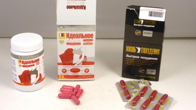 """Diese Kapseln wurden vom Zoll beschlagnahmt. Sie sollen mit """"natürlichen Zutaten"""" schlank machen, enthalten aber Wirkstoffe, die Patienten gefährden: Sibutramin und Phenolphthalein. (Foto: LUA Rheinland-Pfalz)"""