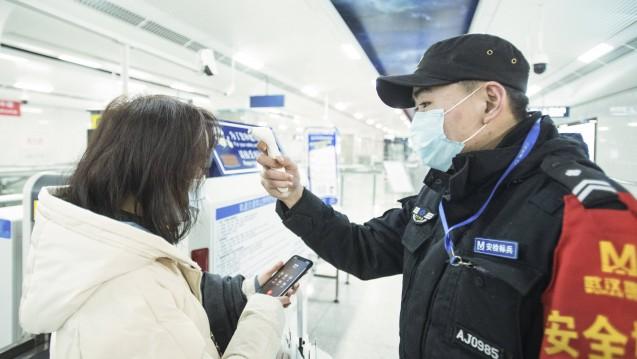 China stoppt Reisen von und nach Wuhan. Grund ist das im Dezember dort erstmals entdeckte neuartige Coronavirus 2019-nCoV, das sich zunehmend ausbreitet. (m / Foto: imago images / Xinhua)