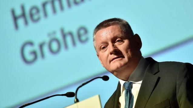 An den ersten Sondierungsgesprächen zwischen Union und SPD wird Bundesgesundheitsminister Hermann Gröhe (CDU) zunächst nicht teilnehmen. (Foto: dpa)